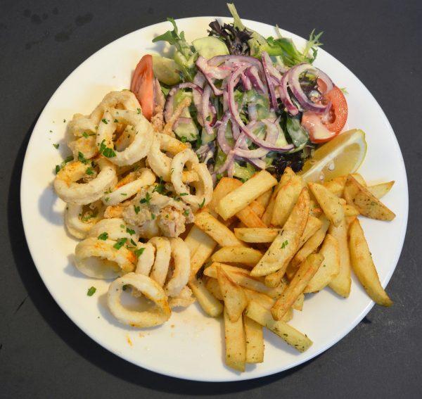 Calamari chips and salad