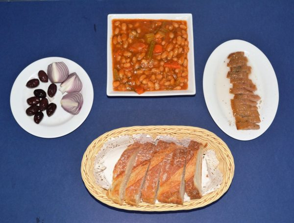 Bean soup with herring, olives, onion, and bread. Perfect set menu for 1 person.